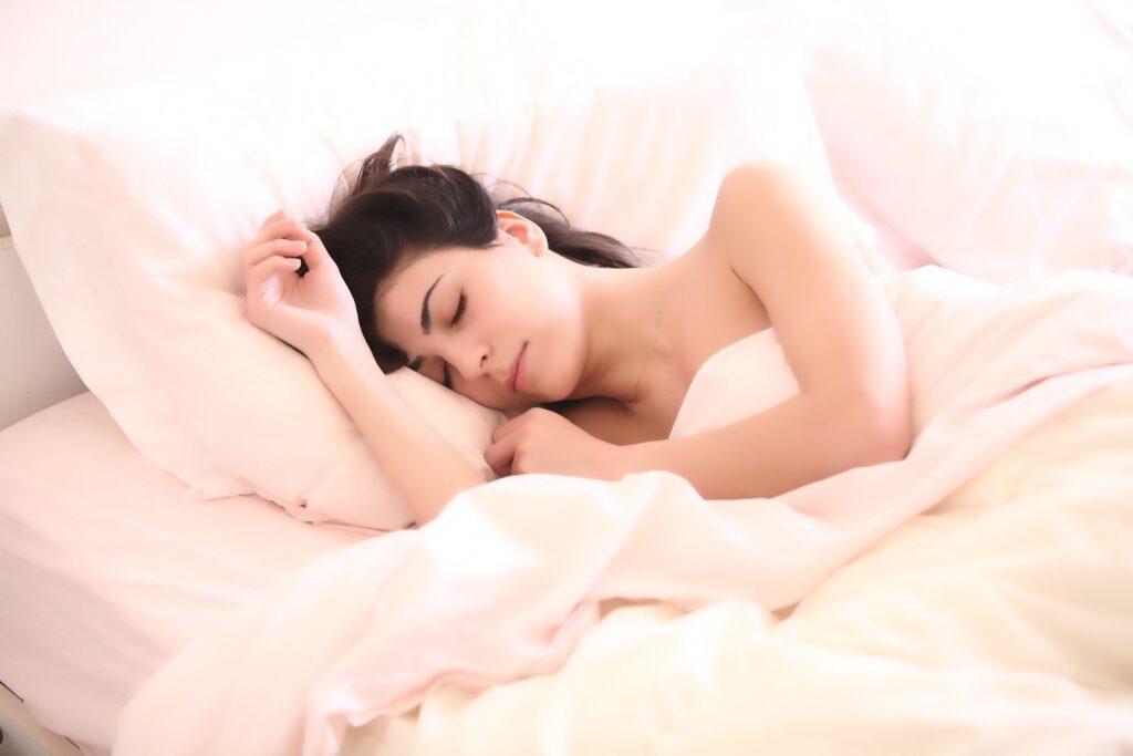 ¡Dormir bien es posible! Mira los consejos que te damos en star holding para acabar con tu insomnio.