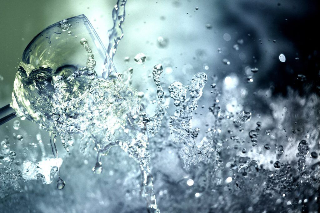 HYDRON es la solución para tener una mejor salud gracias al poder que tiene el hidrógeno en el agua cuando la bebemos nosotros.